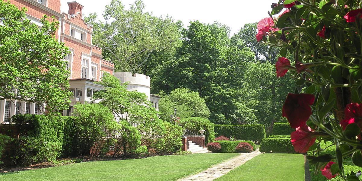 Cincinnati Wedding Venues Jeffrey Mansion Weddings Get Prices For In Bexley Oh
