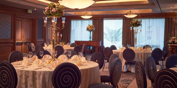 The Nautilus Ballroom at the Houston Downtown Aquarium wedding Houston