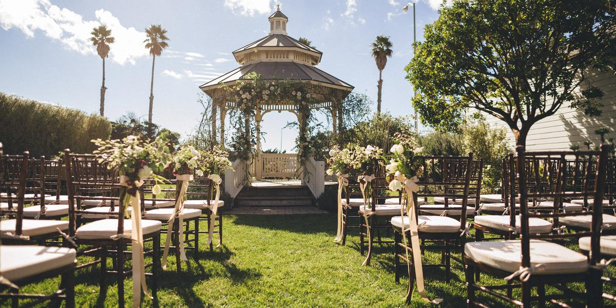 Cass house cayucos weddings get prices for central coast for Beach wedding venues east coast