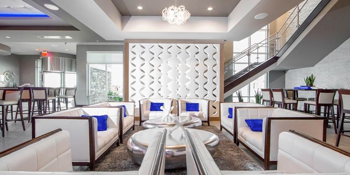 The J Bar Amp Embassy Suites Kansas City Olathe Weddings