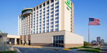 Holiday Inn Dowtown Mercy Campus weddings in Des Moines IA