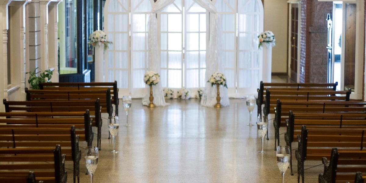 Ballroom Outdoor Wedding Venue Jogja: The Garden Ballroom Weddings