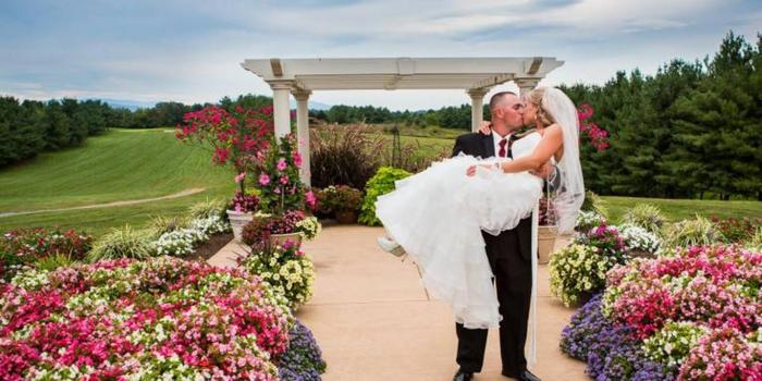 Bowling Green Country Club wedding venue picture 9 of 16 - Provided by: Aaron Riddle Photography